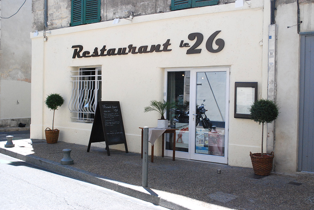 restaurant le 26 avignon. Black Bedroom Furniture Sets. Home Design Ideas
