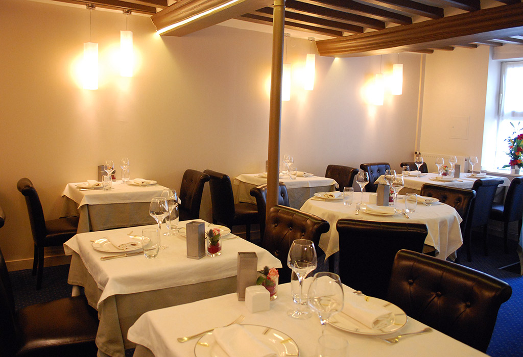 restaurant la petite auberge au havre. Black Bedroom Furniture Sets. Home Design Ideas
